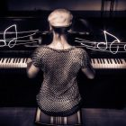 Music_Piano_and_composer_080239_