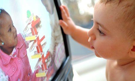 Baby-watching-TV-007