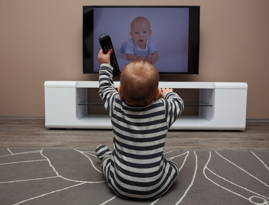 baby-watching-tv