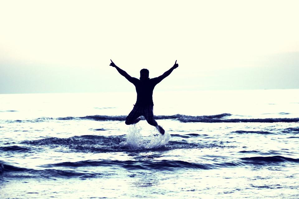 boy-flying-happy-boy-693381_960_720