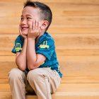 cute-kid-on-steps@2x-min