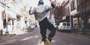 オーディション番組「ガチだん!」を説明した記事中のイメージ画像です。ストリートで踊る若者の背中が写っています。