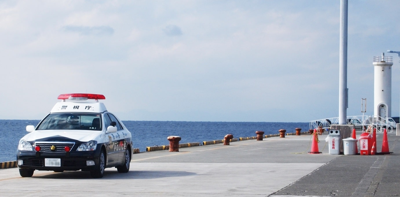 パトカーと海
