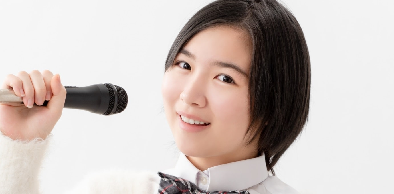 歌う女の子